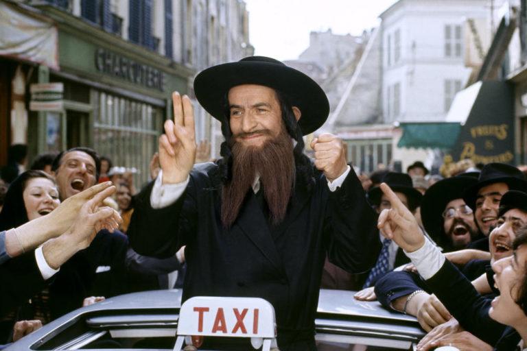 Prod DB © Films Pomereu / DR LES AVENTURES DE RABBI JACOB  (LES AVENTURES DE RABBI JACOB) de Gerard Oury 1973 FRA avec Louis De Funes religieu juif, rabbin, victoire, acclamation, celebrite, quartier du Marais, taxi